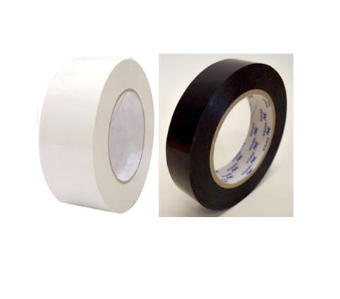 Découvrez notre ruban adhésif PP de cerclage blanc ou noir, ici on voit un rouleau blanc et un noir.