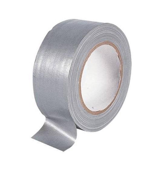 Voici ruban adhésif toilé plastifié argent, il est debout, de couleur argent.
