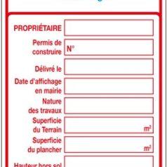 Ici se trouve un panneau de permis de construire personnalisé imprimé rouge avec un emplacement pour apposer le logo qui est bleu.